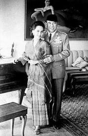 Ratna Sari Dewi dan Presiden Soekarno